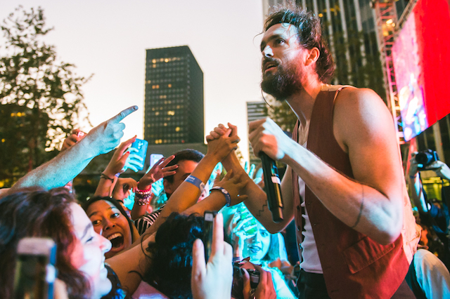 Edward Sharpe & the Magnetic Zeros at Sound in Focus at the Annenberg Space for Photography. Photo by Samantha Saturday