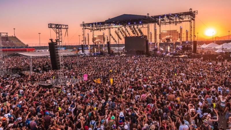 Crowd at HARD Summer 2016
