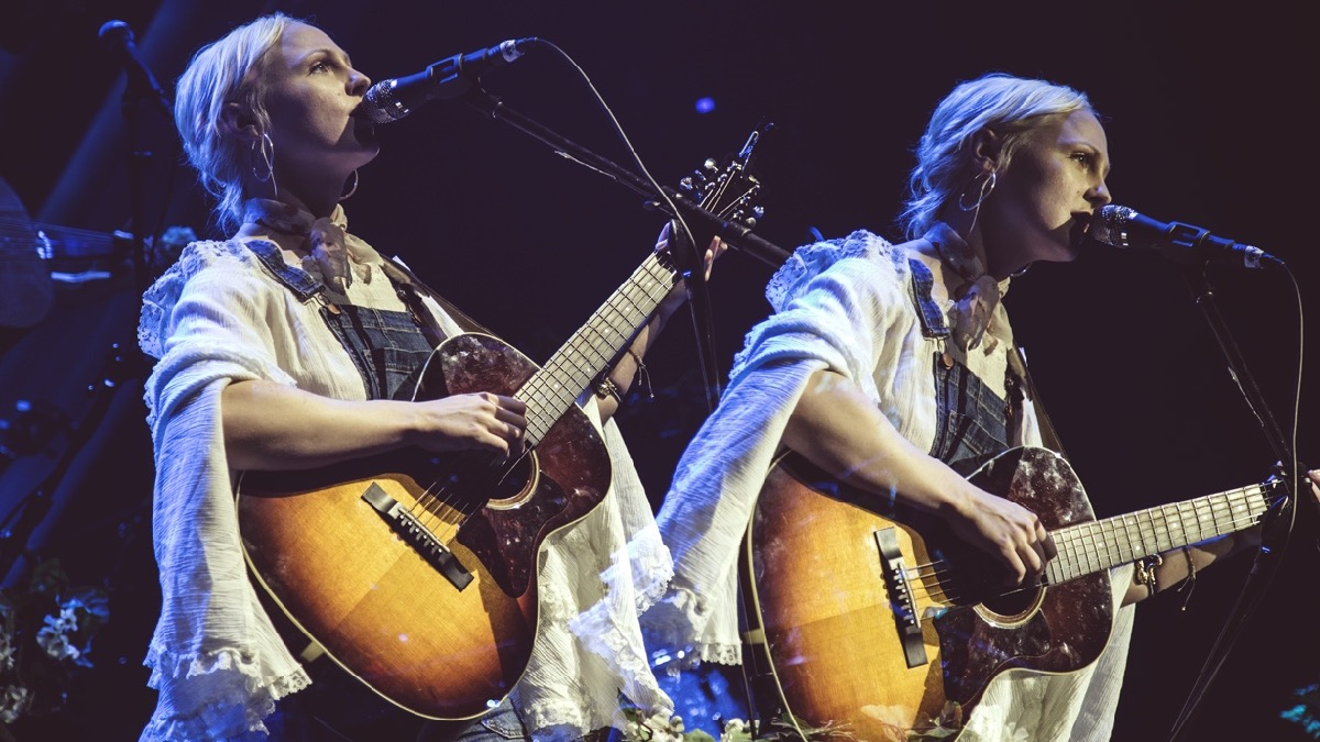 Laura Marling at the Mayan Theatre (Photo by Lexi Bonin)