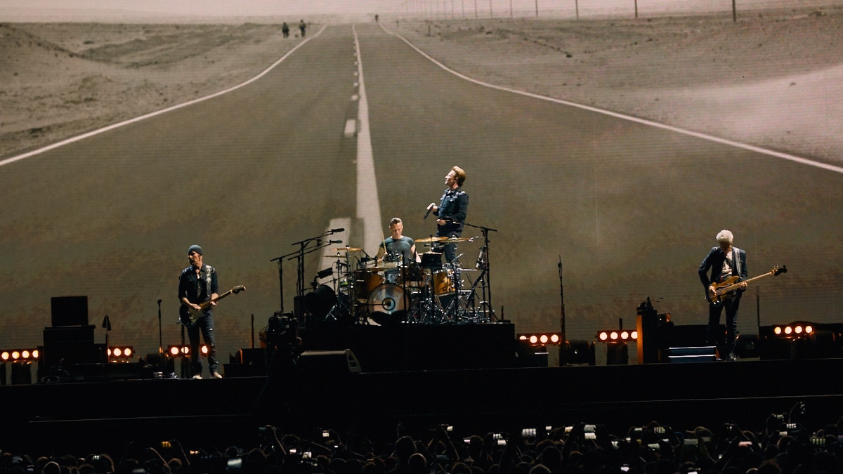 U2 at the Rose Bowl (Photo by David Benjamin)