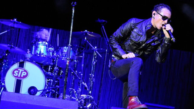 Chester Bennington, fronting Stone Temple Pilots at the 2013 KROQ Weenie Roast (Photo by Scott Dudelson)